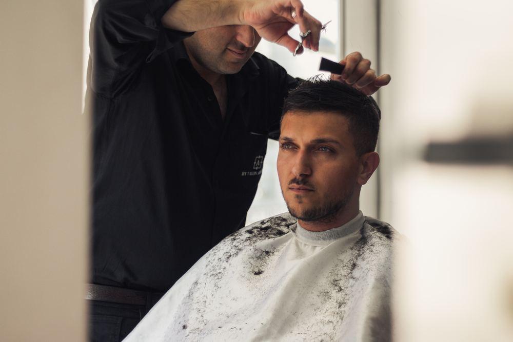 Finn en profesjonell frisør